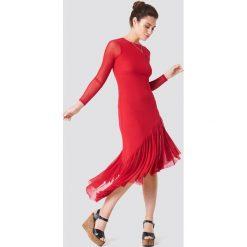 NA-KD Boho Siateczkowa sukienka z długim rękawem - Red. Niebieskie sukienki boho marki NA-KD Boho, na imprezę, w koronkowe wzory, z koronki, na ramiączkach, mini. W wyprzedaży za 97,18 zł.