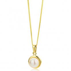 Złoty naszyjnik z zawieszką z perłą - dł. 45 cm. Białe naszyjniki damskie marki Sinsay. W wyprzedaży za 323,95 zł.