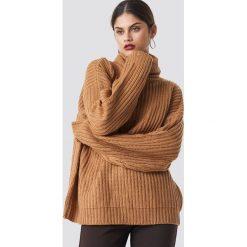 NA-KD Trend Sweter z grubej dzianiny - Beige. Białe golfy damskie marki NA-KD Trend, z nadrukiem, z jersey, z okrągłym kołnierzem. Za 161,95 zł.