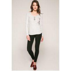 Guess Jeans - Jeansy. Czarne jeansy damskie rurki marki Guess Jeans, z obniżonym stanem. W wyprzedaży za 399,90 zł.
