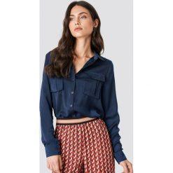 NA-KD Satynowa koszula z kieszeniami - Blue. Niebieskie koszule damskie marki NA-KD, z satyny. Za 100,95 zł.