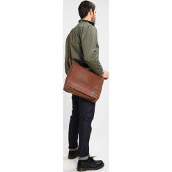 KIOMI Torba na ramię light brown. Brązowe torby na ramię męskie marki Kazar, ze skóry, przez ramię, małe. W wyprzedaży za 237,30 zł.