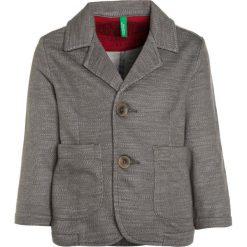 Benetton Marynarka grey. Szare kurtki dziewczęce marki Benetton, z bawełny. W wyprzedaży za 135,20 zł.
