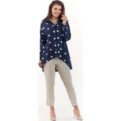 Granatowa Koszula w Grochy Marszczona z Tyłu. Niebieskie koszule jeansowe damskie marki Molly.pl, l, w grochy, z asymetrycznym kołnierzem, z długim rękawem. Za 129,90 zł.