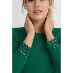 Swetry damskie: Sweter z ażurowymi wstawkami
