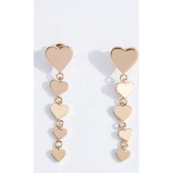 Kolczyki damskie: Długie kolczyki z sercami – Złoty