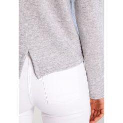 Swetry klasyczne damskie: FTC Cashmere Sweter opal grey