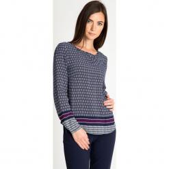 Granatowa bluzka ze wzorem QUIOSQUE. Brązowe bluzki longsleeves QUIOSQUE, w geometryczne wzory, z jeansu, boho. W wyprzedaży za 89,99 zł.