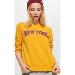 Bluza z napisem - Żółty. Żółte bluzy damskie marki Cropp, l, z napisami. Za 79,99 zł.