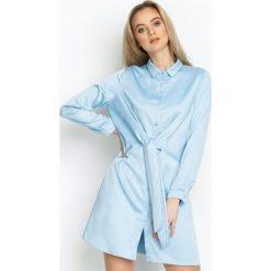 Niebieska Sukienka Good News. Niebieskie długie sukienki marki Born2be, s, klasyczne, z klasycznym kołnierzykiem, z długim rękawem, koszulowe. Za 94,99 zł.