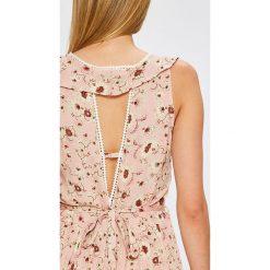 Answear - Sukienka. Różowe długie sukienki ANSWEAR, na co dzień, l, z tkaniny, casualowe, proste. W wyprzedaży za 119,90 zł.
