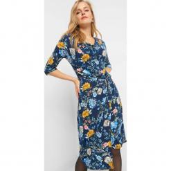 Asymetryczna sukienka w kwiaty. Brązowe sukienki asymetryczne marki Orsay, s, z dzianiny. Za 119,99 zł.