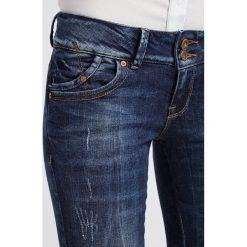 LTB MOLLY Jeansy Slim Fit oxford wash. Niebieskie jeansy damskie marki LTB, z bawełny. W wyprzedaży za 239,20 zł.