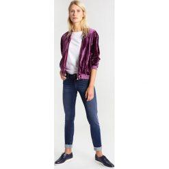 Mavi ADRIANA Jeans Skinny Fit dark ultra move bistr. Niebieskie rurki damskie Mavi. W wyprzedaży za 279,20 zł.
