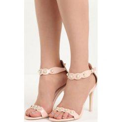 Różowe Sandały Gratitude. Czerwone sandały damskie marki Born2be, w paski, na wysokim obcasie, na szpilce. Za 49,99 zł.