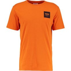 T-shirty męskie z nadrukiem: Wood Wood BOX Tshirt z nadrukiem dark orange
