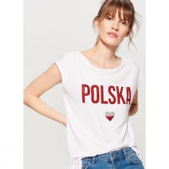 Koszulka mundialowa - Biały. Białe t-shirty damskie marki Mohito, l. W wyprzedaży za 29,99 zł.