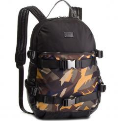 Plecak GUESS - HM6581 POL91  BML. Czarne plecaki męskie Guess, z aplikacjami, z materiału. Za 499,00 zł.