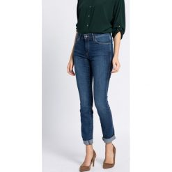 Wrangler - Jeansy. Niebieskie jeansy damskie Wrangler, z bawełny. W wyprzedaży za 179,90 zł.