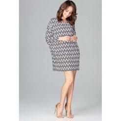 Oversizowa Sukienka Mini w Geometryczny Wzór. Sukienki małe czarne marki Molly.pl, l, z jeansu, biznesowe, z dekoltem na plecach, z długim rękawem. Za 148,90 zł.