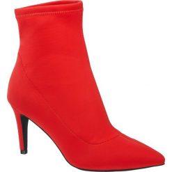 Botki damskie Graceland czerwone. Czarne botki damskie na obcasie marki Graceland, w kolorowe wzory, z materiału. Za 179,90 zł.