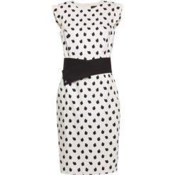 Sukienka. Czarne sukienki balowe marki Simple, na spotkanie biznesowe, rozkloszowane. Za 379,90 zł.