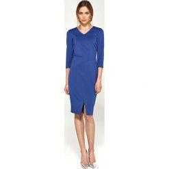 Niebieska Dopasowana Elegancka Sukienka z Przeszyciami. Niebieskie sukienki balowe marki Molly.pl, do pracy, l, z dzianiny, z dekoltem na plecach, midi, dopasowane. Za 168,90 zł.