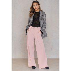 Spodnie z wysokim stanem: Jovonna Spodnie z szerokimi nogawkami Fede – Pink