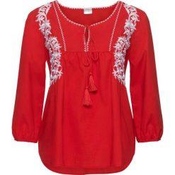Bluzka tunikowa, rękawy 3/4 bonprix truskawkowo-biały. Czerwone bluzki z odkrytymi ramionami marki Born2be, xl, z nadrukiem, z okrągłym kołnierzem. Za 44,99 zł.
