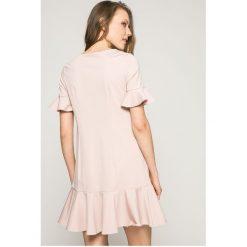 Answear - Sukienka. Szare sukienki dzianinowe marki ANSWEAR, na co dzień, l, casualowe, z okrągłym kołnierzem, mini, proste. W wyprzedaży za 69,90 zł.