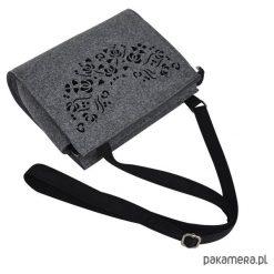 Torebka filcowa - szara -czarny ażur- folk. Czarne torebki klasyczne damskie marki Pakamera, w ażurowe wzory, małe. Za 95,00 zł.