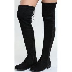 Czarne Kozaki Dramatist. Czarne buty zimowe damskie marki Born2be, za kolano, na wysokim obcasie, na płaskiej podeszwie. Za 99,99 zł.