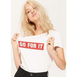 T-shirt z napisem Go for it - Biały. Niebieskie t-shirty damskie marki House, m. Za 25,99 zł.