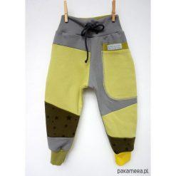 PATCH PANTS spodnie 74 - 98 cm szary & żółty. Szare spodnie chłopięce Pakamera, z dresówki. Za 89,00 zł.