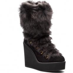 Kozaki STUART WEITZMAN - Nikita YL96050 Black Helsinki. Czarne buty zimowe damskie Stuart Weitzman, z nubiku, przed kolano, na wysokim obcasie. Za 4169,00 zł.