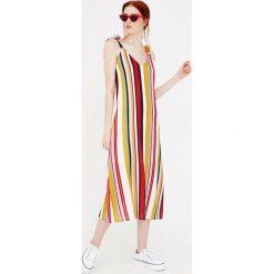 Długie sukienki: Długa sukienka w paski na ramiączkach