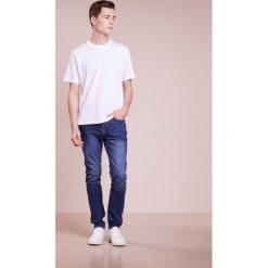 PS by Paul Smith MENS SLIM FIT JEANS Jeansy Slim Fit blue denim. Niebieskie jeansy męskie relaxed fit marki PS by Paul Smith. W wyprzedaży za 501,75 zł.