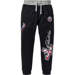 Spodnie dresowe bonprix czarny. Czarne spodnie dresowe męskie bonprix, z aplikacjami, z dresówki. Za 89,99 zł.