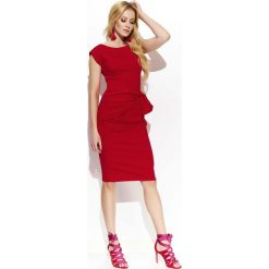 Czerwona Wizytowa Dopasowana Sukienka z Ozdobnym Drapowaniem. Czerwone sukienki balowe marki Molly.pl, l, z jeansu, z dekoltem na plecach, z długim rękawem. Za 129,90 zł.