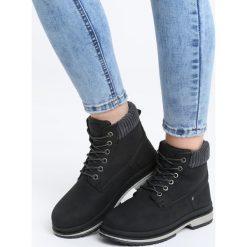 Czarne Traperki Trowth. Czarne buty zimowe damskie marki Kazar, z nubiku, przed kolano, na wysokim obcasie. Za 89,99 zł.