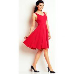 Różowa Skromna Sukienka Letnia z Szerokim Dołem. Czerwone sukienki letnie marki Molly.pl, l, z jeansu, biznesowe, z dekoltem na plecach, z długim rękawem. Za 139,90 zł.