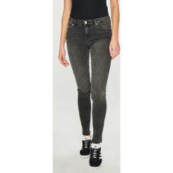 Review - Jeansy. Szare jeansy damskie rurki Review, z bawełny. Za 219,90 zł.