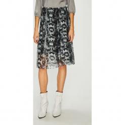 Vero Moda - Spódnica Blair. Szare spódniczki dzianinowe Vero Moda, l, z podwyższonym stanem, midi, rozkloszowane. W wyprzedaży za 89,90 zł.