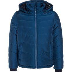 BOSS Kidswear Kurtka zimowa schieferblau. Niebieskie kurtki chłopięce zimowe marki BOSS Kidswear, z bawełny. W wyprzedaży za 517,30 zł.