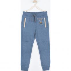Spodnie. Niebieskie spodnie chłopięce MOTORCYCLE CLUB, z nadrukiem, z bawełny. Za 55,90 zł.