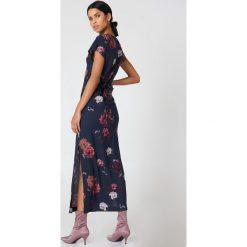 NA-KD Boho Sukienka maxi typu kaftan we wzory - Multicolor,Navy. Niebieskie długie sukienki marki NA-KD Boho, na imprezę, w koronkowe wzory, z koronki, boho, na ramiączkach. W wyprzedaży za 93,77 zł.