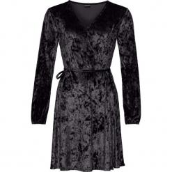 Sukienka aksamitna z efektem założenia kopertowego bonprix czarny. Czarne sukienki na komunię bonprix, w paski, z kopertowym dekoltem, kopertowe. Za 129,99 zł.