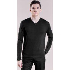 Swetry klasyczne męskie: Falke VNECK Sweter black
