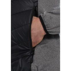 Jack Wolfskin SUTHERLAND CROSSING MEN Kurtka Outdoor black. Czarne kurtki trekkingowe męskie marki Jack Wolfskin, l, z poliesteru, z kapturem. W wyprzedaży za 439,20 zł.