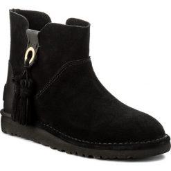 Botki UGG - W Gib 1019959 W/Blk. Czarne buty zimowe damskie Ugg, z materiału. W wyprzedaży za 449,00 zł.